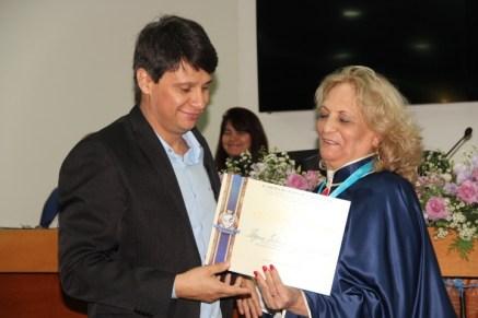 Alda A. Barbosa e André Luiz Alves de Sousa - recebendo o 'Diploma de Reconhecimento' - Cópia