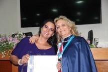Alda Alves Barbosa e Andreia Zulato - recebendo o 'Diploma de Reconhecimento'