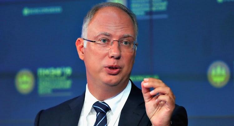 روسيا تدعو دول البريكس إلى تقليل الاعتماد على الدولار