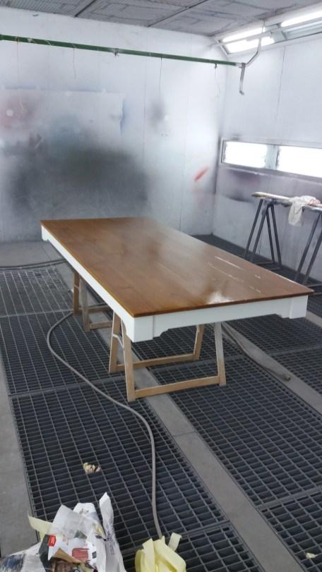 remataremos nuestra mesa con su acabado final de barnizado .