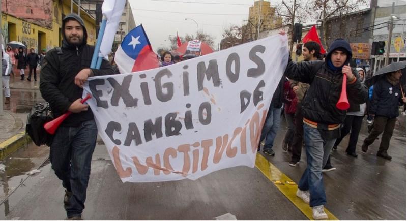 Protestas en 2011 que ya pedían una nueva Constitución.