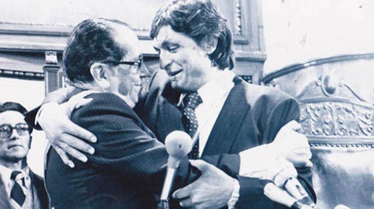 Hernán Siles toma posesión de la presidencia de Bolivia 1982