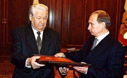 "President Boris Yeltsin handing over the ""presidential"" copy of the Russian constitution to Vladimir Putin http://static.kremlin.ru/media/events/photos/big/R8WNr5EV3H0GjIwoABeeRPqZkyRwc4F7.jpeg"