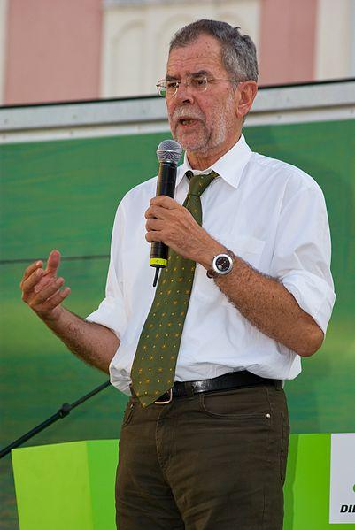 Alexander Van der Bellen en un mitin electoral de los Verdes en Sankt Pölten. Autor: Christian Jansky. Fecha: 11/09/2008. Fuente: Wikipedia, licencia CC BY-SA 3.0
