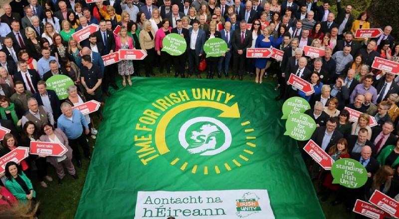 "Miembros del partido Sinn Féinn de Irlanda con el lema ""Time for Irish Unity"". Auotr: Sinn Féin, 07/04/2018. Fuente: Flickr. (CC BY 2.0.)."