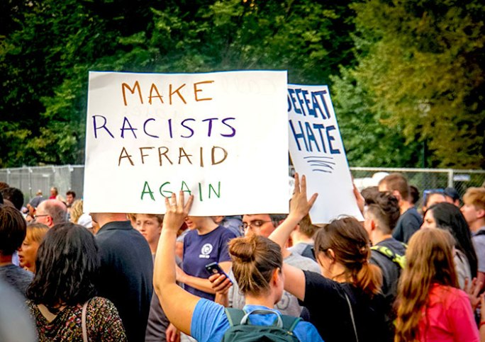 Al menos 17 mujeres, 6 de ellas mexicanas, denuncian haber sido esterilizadas a la fuerza en Estados Unidos. Manifestación en Charlottesville en contra de actos racistas. Autor y fuente: Wikimedia Commons. CC BY-SA 4.0.