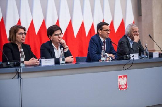 El Primer Ministro Mateusz Morawiecki se reúne en la cancillería con miembros del PiS. Autor: Kancelaria Premiera, 07/02/2018. Fuente: Flickr. (CC0).