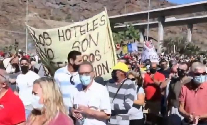 Manifestantes en Mogán contra la inmigración. Autor: Captura de pantalla realizada el 30/11/2020 a las 09:54h. Fuente: Cuenta de Twitter @vox_es