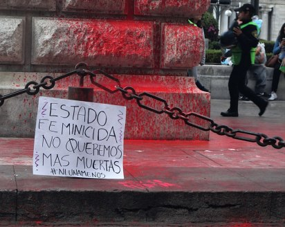 Protesta en contra del feminicidio en Ciudad de México. Autor: Juan Carlos Fonseca Mata, 25/01/2020. Fuente: Wikimedia Commons. (CC BY-SA 4.0).