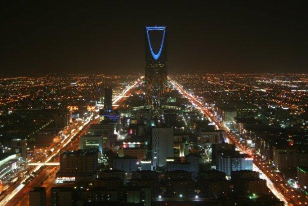 Kingdom Center, Riad, Arabia Saudita, capital de una de las últimas monarquías absolutas. Autor: BroadArrow 13/04/2007. Fuente: Wikimedia Commons (CC BY-SA 3.0)