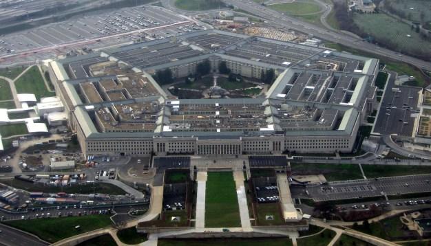 El Pentágono, sede del Departamento de Defensa de los Estados Unidos, visto desde un avión. Autor: David B. Gleason, 12/01/2008. Fuente: Flickr. (CC BY-SA 2.0).