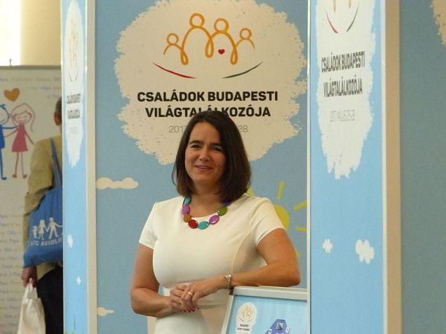 Katalin Novák, ministra húngara de Familia, Juventud y Asuntos Internacionales. Autor: Elekes Andor, 27/05/2017. Fuente: Wikimedia Commons. (CC BY-SA 4.0).