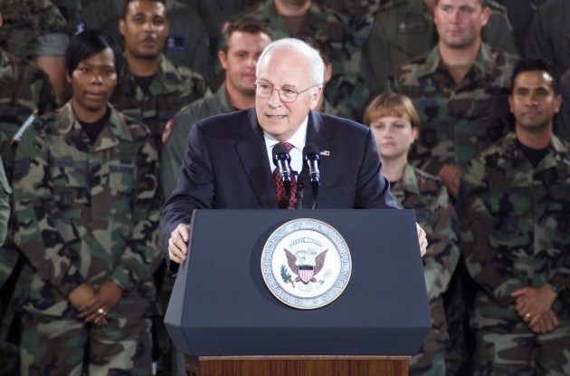 Dick Cheney, exSecretario de Defensa de George H. W. Bush. Autor: The U.S. National Archives, 02/08/2004. Fuente: https://catalog.archives.gov/