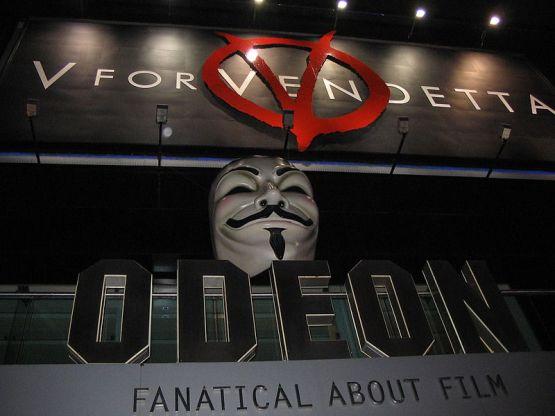 Proyección de la película V de Vendetta en el Odeon Leicester Square de Londres. Autor: PabloBM, 26/03/2006. Fuente: Flickr (CC BY 2.0.)