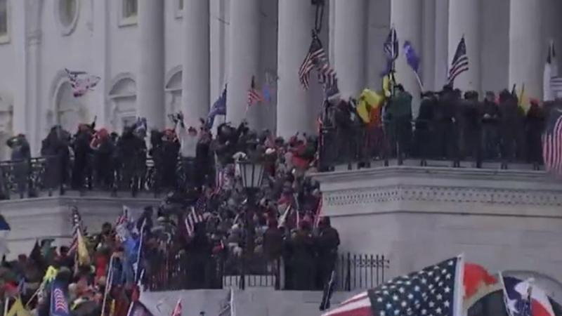 Vídeo donde manifestantes asaltan el Capitolio, el estallido de la polarización. Fuente: Twitter.