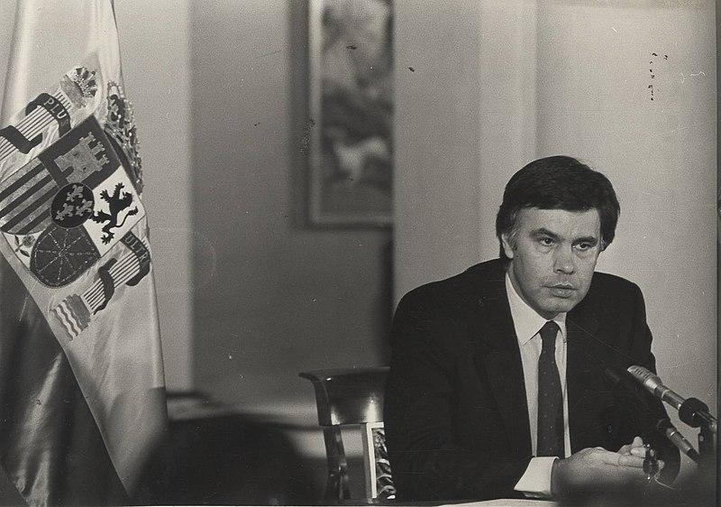 Felipe González, líder del PSOE durante el golpe de estado del 23F. Autor: Diario Región (Oviedo) / Agencia EFE / Europa Press, 1983. Fuente: Biblioteca Virtual del Patrimonio Bibliográfico (CC BY-SA 4.0.)