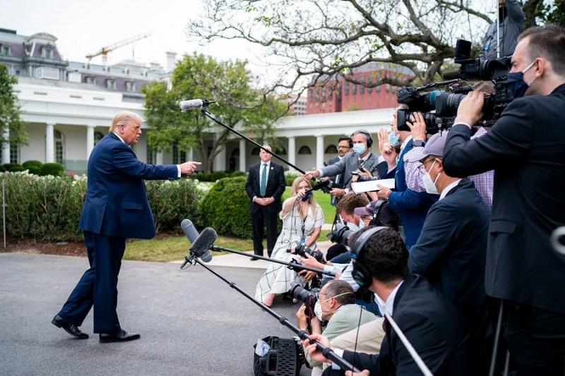 Trump atiende a los medios de comunicación. Autora: Tia Dufour. Fecha: 24/09/2020. Fuente:Flickr