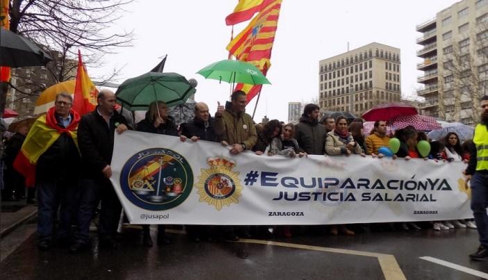 Manifestación de Jusapol por la equiparación salarial. Autor: Vox España, 17/03/2018. Fuente: Flickr