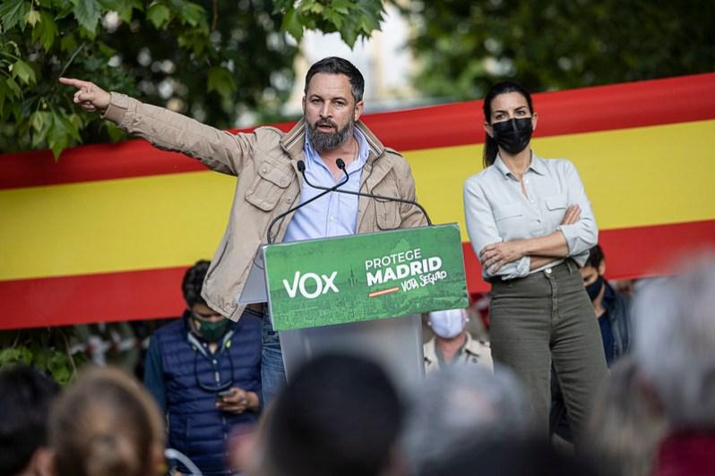 Acto de campaña de Santiago Abascal y Rocío Monasterio en campaña Aranjuez. Autor: Vox España, 28/04/2021. Fuente: Flickr
