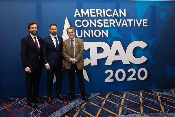 Iván Espinosa de los Monteros, Santiago Abascal y Hermman Terscht en la American Conservative Union de 2020. Autor: Santiago Abascal. Fuente:Cuenta de Twitter @Santi_ABASCAL