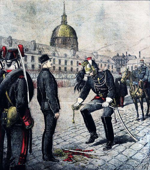 Momento de la humillación pública al militar Alfred Dreyfus mediante la destrucción de su sable. Autor: Henri Meyer, 13(02/1895