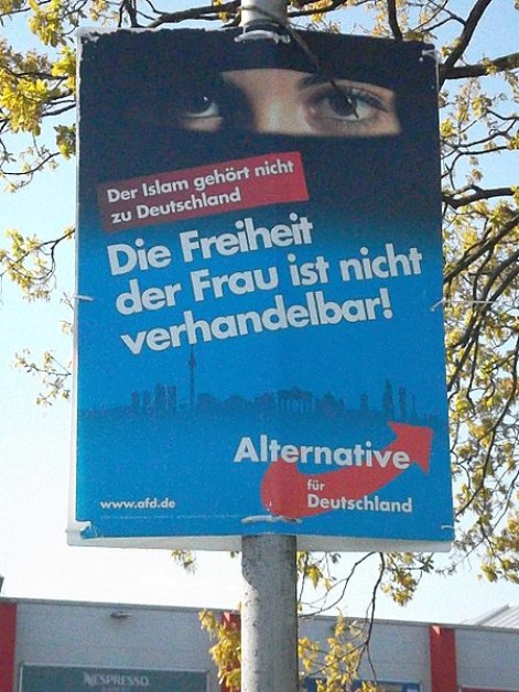 """Cartel propagandístico de Alternativa para Alemania que dice: """"El Islam no pertenece a Alemania. ¡La libertad de las mujeres no es negociable!"""" Autor:Rosenkohl, 03/05/2018. Fuente:Wikimedia Commons(CC BY-SA 4.0)"""