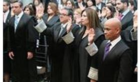 Anuncia Hernández Denton proyecto piloto de presentación y notificación electrónica de documentos al juramentar 24 jueces y juez