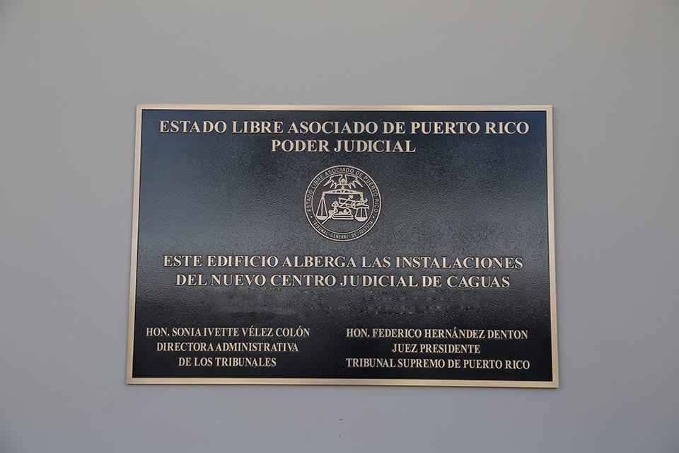 Placa del nuevo Centro Judicial de Caguas