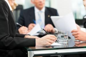 Bufetes deben seguir mejores prácticas de empleo para evitarse problemas