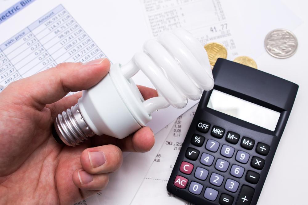 Gobernador firma la Ley de Transformación y ALIVIO Energético