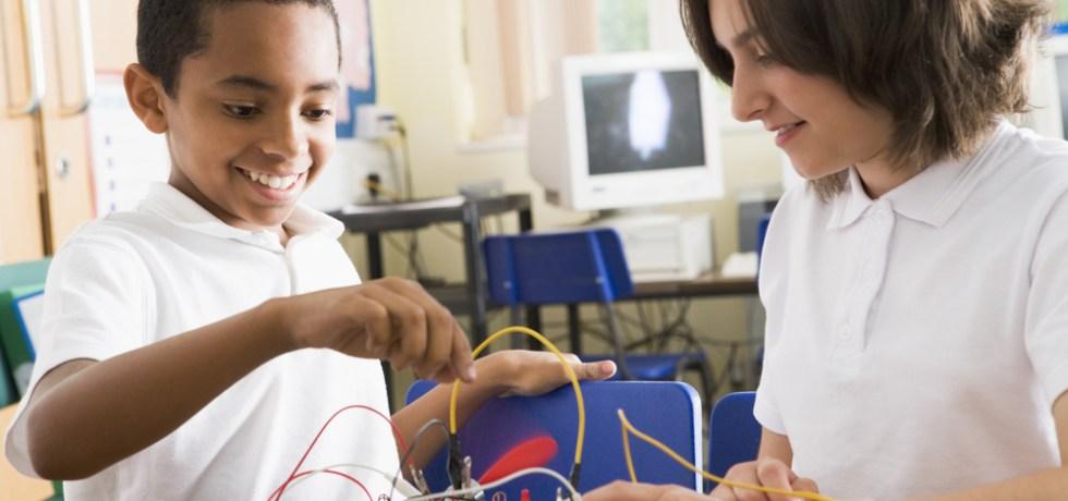 Departamento de Educación anuncia estrategias para niños y jovenes dotados