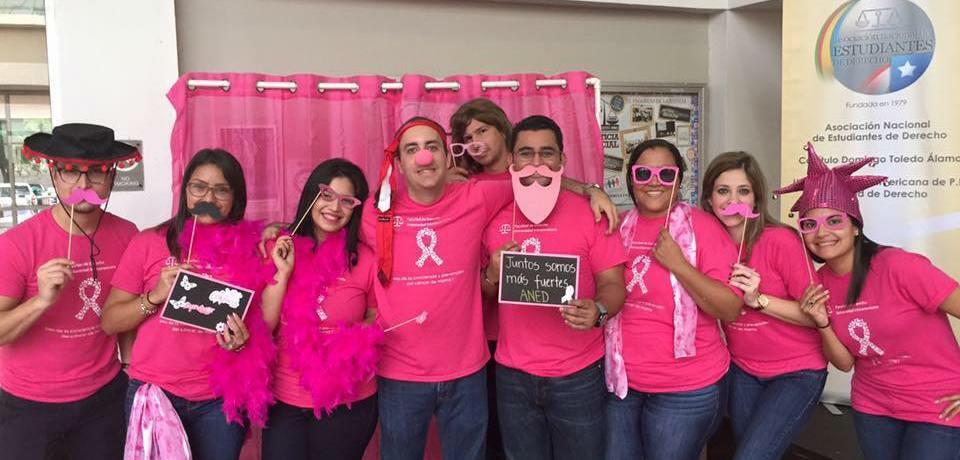 Estudiantes de la Inter Derecho donan $1000 a lucha contra el cáncer