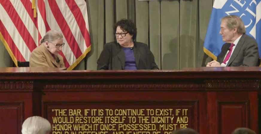 Juezas Bader Ginsburg y Sotomayor conversan publicamente