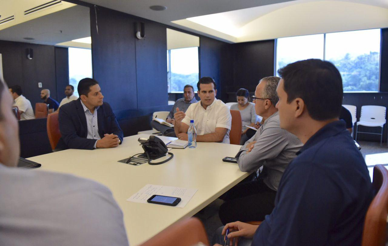 Gobernador se reúne con el presidente de la Asociación y Federación de Alcaldes ante el paso del huracán María
