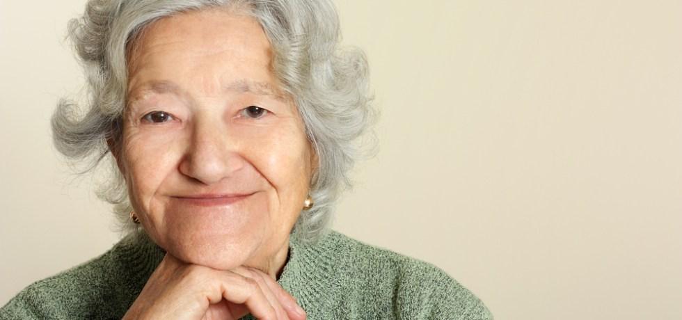 Gobernador firma leyes en favor de adultos mayores