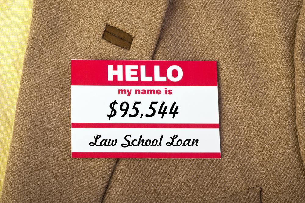 ¿Las escuelas de Derecho deberían preguntar a sus estudiantes cómo pagarán sus gastos durante estudios?