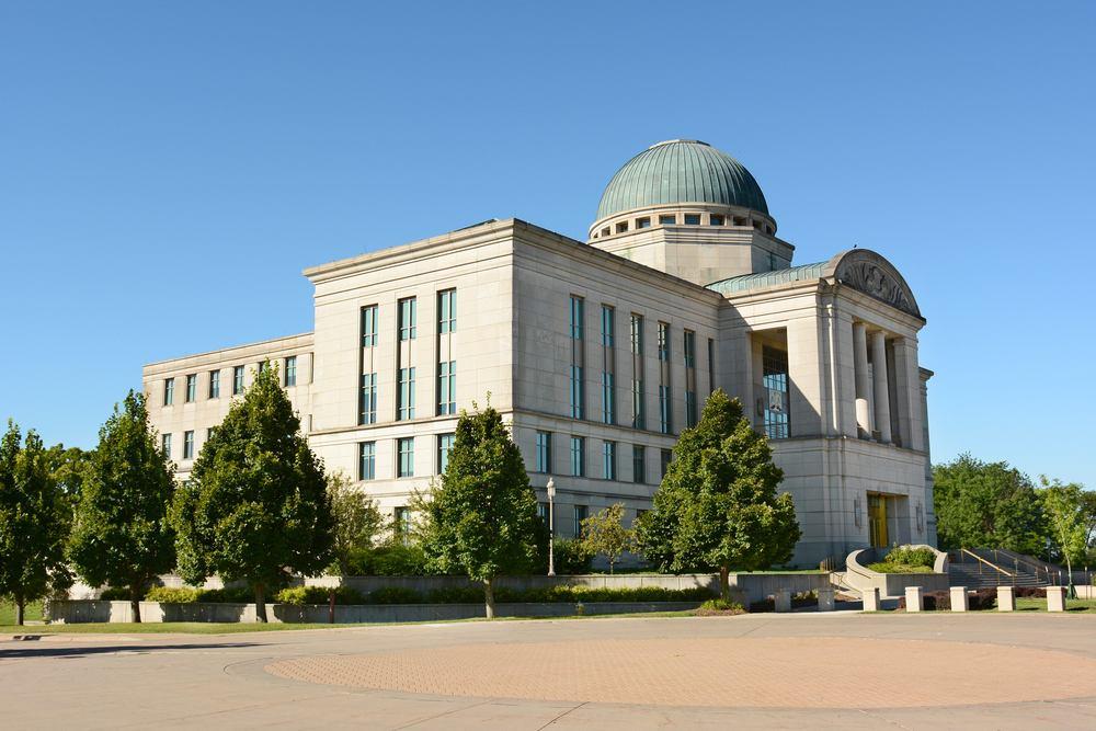 Tribunal Supremo de Iowa determina que Medicaid puede cubrir procedimientos de reasignación de sexo