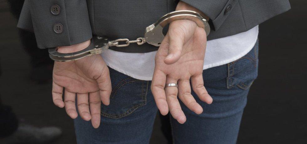 Toma de huellas dactilares a abogados revela miles de abogados con récord criminal
