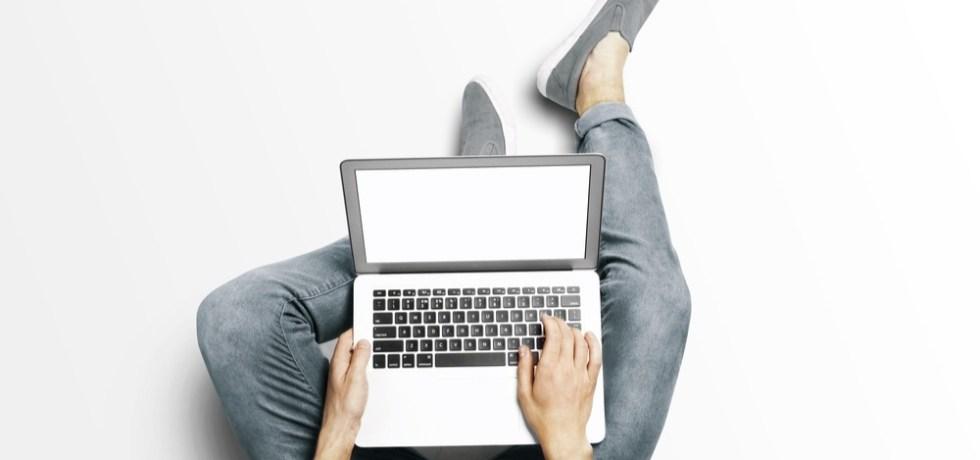 hipster en la computadora