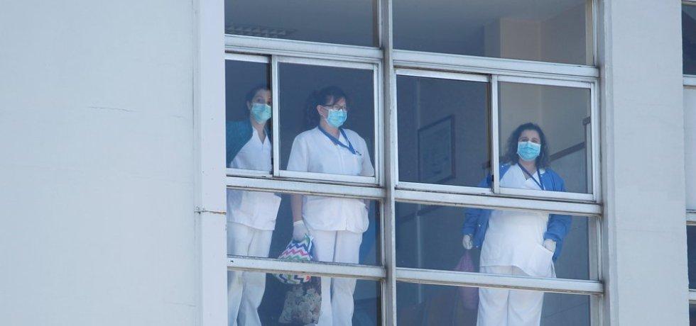 Ante la gobernadora medida que concedería incentivo económico a profesionales de la salud en alto riesgo de contagio con COVID-19