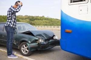 Choque auto y conectivo
