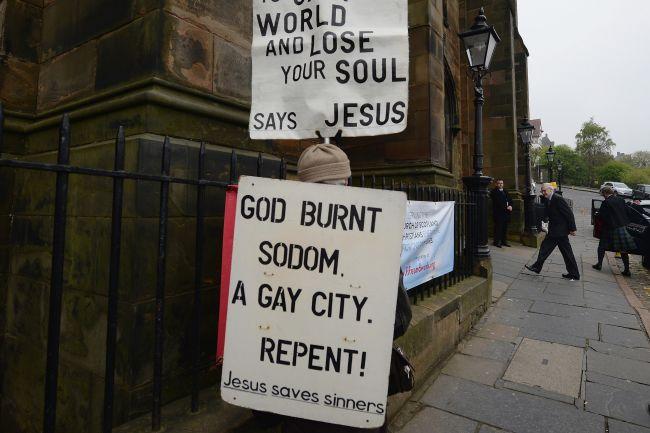 cartello-anti-gay