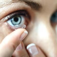 Bahaya Softlens Atau Lensa Kontak Bagi Kesehatan Mata