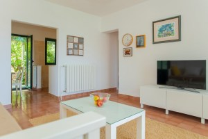 Living room with smart TV in Lumbarda
