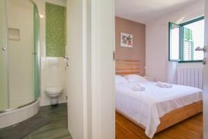 Room & bathroom Lumbarda