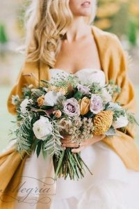 wedding-trends-2019-mustard-wedding-pale-lilac-and-white-roses-with-greenery-lindsay-hackney