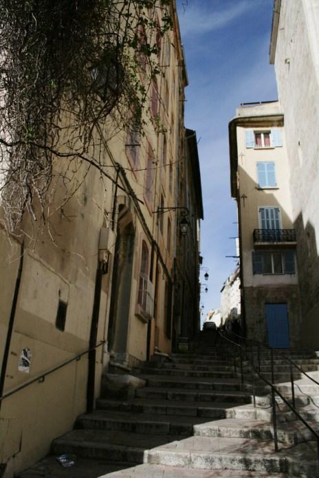 Marseille is like Valparaíso.