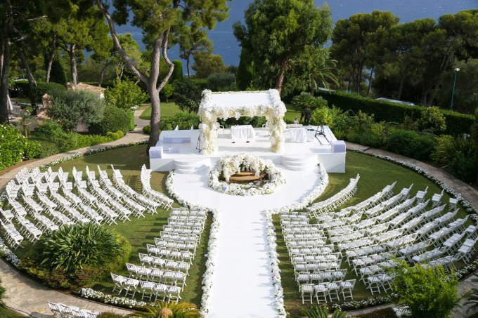 garden-wedding-ceremony-circular-aisle