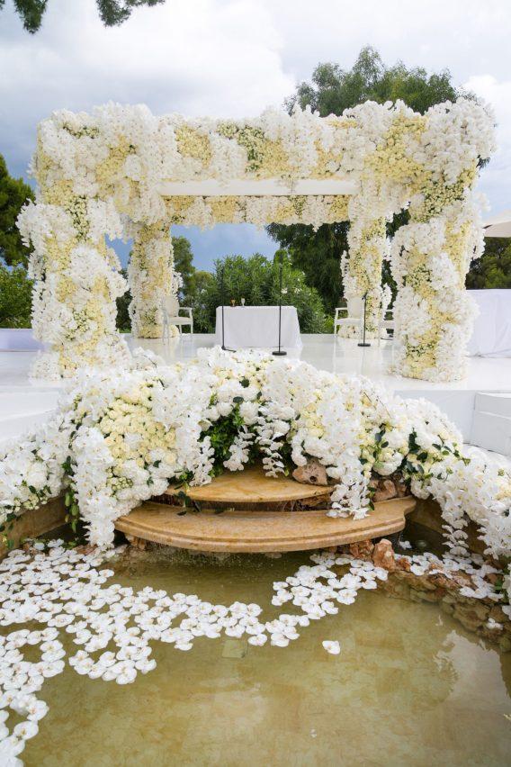 luxe-floral-chuppah