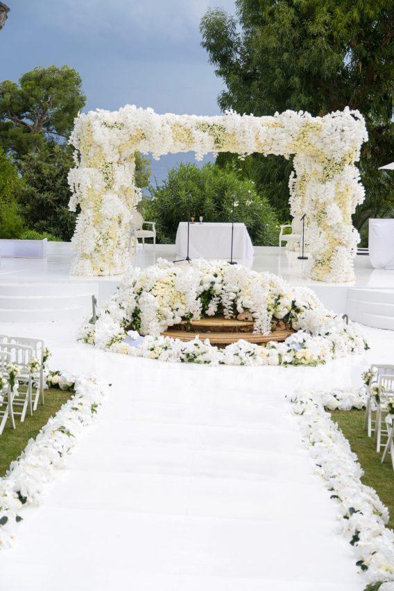 white-flowers-chuppah